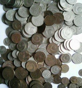 Более 400 монет