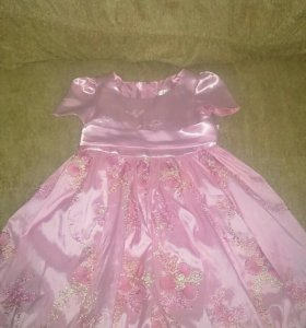Платье с вышивкой на 4 года