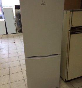 Холодильник двухкамерный Indesit