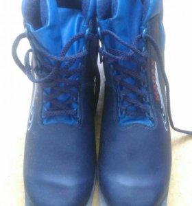 Лыжные ботинки 44 размер новые