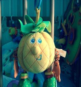 Tiny love подвесная игрушка ананас