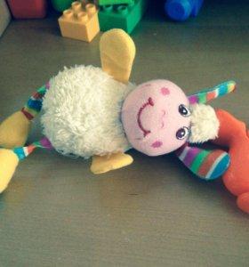 Подвесная Игрушка овечка tiny love