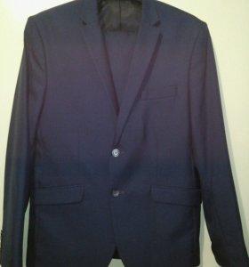 Костюм (пиджак и брюки) в идеальном состоянии.