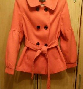Пальто оранжевое
