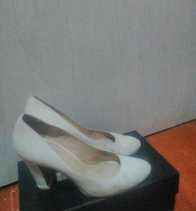 Туфли белые,б/у