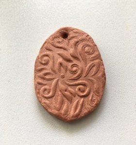 Медальон из глины