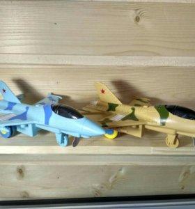 Игрушки инерционные самолеты