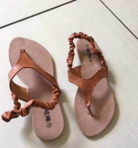 Шлепки - босоножки, сандали новые 37 размер