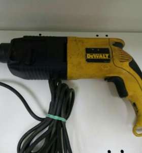 Перфоратор DeWalt 650W