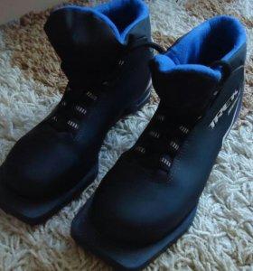 Лыжные ботинки (34-ый размер)