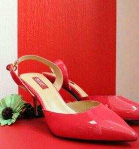 Туфли на каблуке, новые, 38 размер.