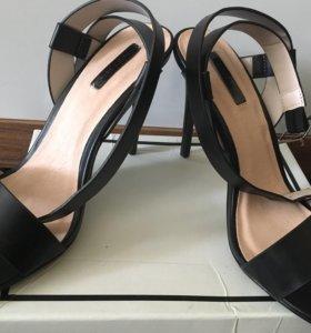 Туфли на шпильке новые
