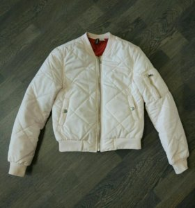 Бомбер 42р. куртка женская