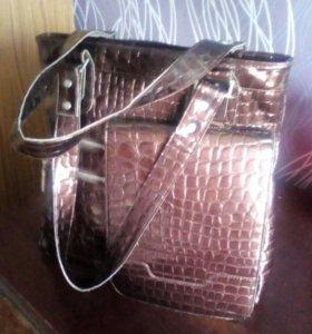 Продам сумку,в отличном состоянии,лакир,кожа.