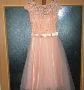 Нежно розовое платье с цветами