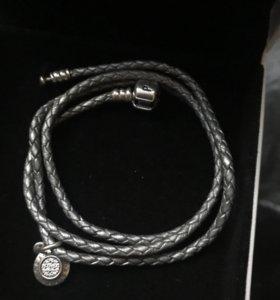 Кожаный браслет и подвеска Pandora