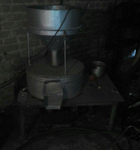 Мельница жерновая 3х фазная . мотор 3 кВ