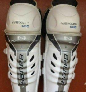Продаю хоккейные наколенники Bauer Nexus 600 Shin