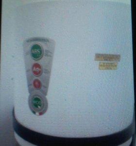 Продам водонагреватель .