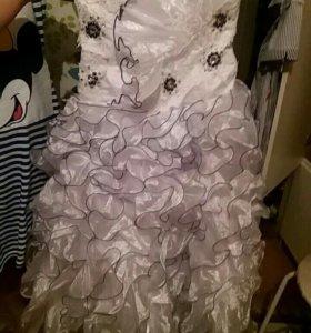 Платье красивое !!)