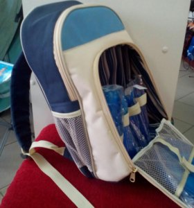 Термо-рюкзак с посудой для пикника.