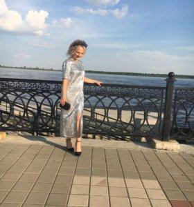 Платье миди с переливающейся отделкой