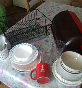 Сушилка  Икея  ,хлебница и посуда