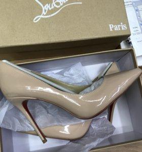 Туфли лаковые Лабутен