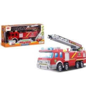 Пожарная машина с водяной пушкой