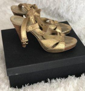 Золотые кожаные туфли 👡👡👡