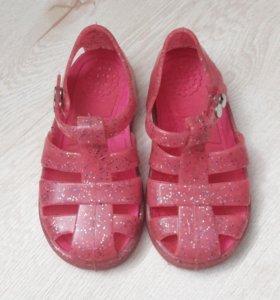 Новые резиновые сандалии 25-26 размер