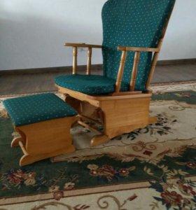 Кресло-качалка с подставкой для кормления