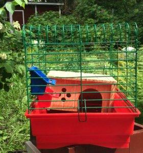 Клетка для грызунов,с домиком и кормушкой.