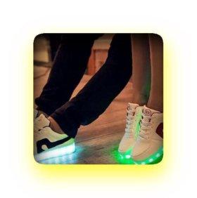 Блещущие ЛЕД кроссовки.