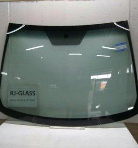 Лобовое стекло на Toyota Auris