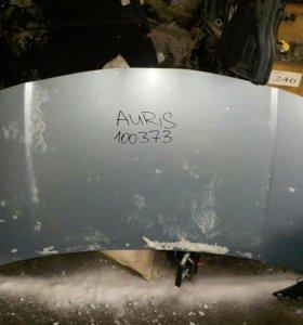 Toyota Auris капот