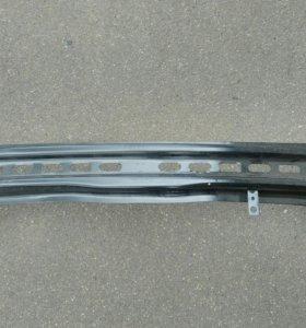 Усилитель переднего бампера Шкода Октавия А7.