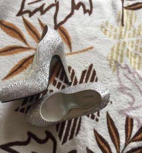 Туфли в стразах 35-36 размер