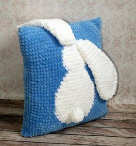 Плюшевая вязаная подушка