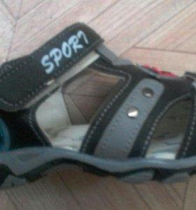 новые детские сандали.