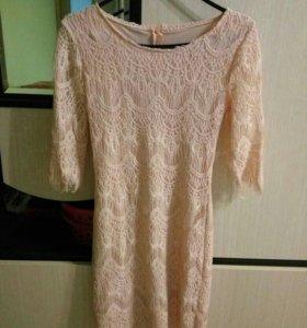 Платье кружевное р.42-44