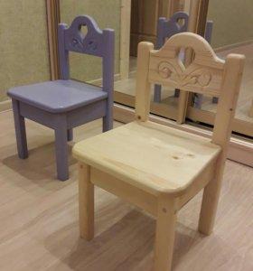 Новый детский стул из натурального дерева.