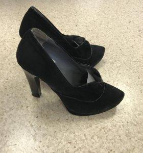 Чёрные замшевые туфли