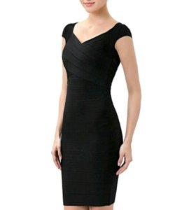 Маленькое черное платье))