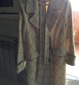 Пальто 50 размер.