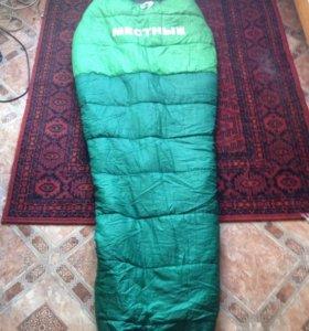 Спальный мешок и рюкзак туристический