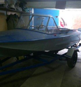Лодка (алюминиевая) с прицепом.