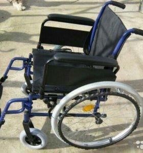 Инвалидная коляска и противопролежневый матрац
