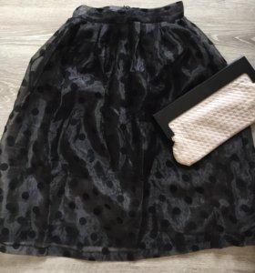 Пышная юбка в горошек и клатч