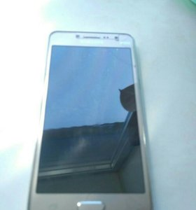 Телефон Samsung Galaxy J2